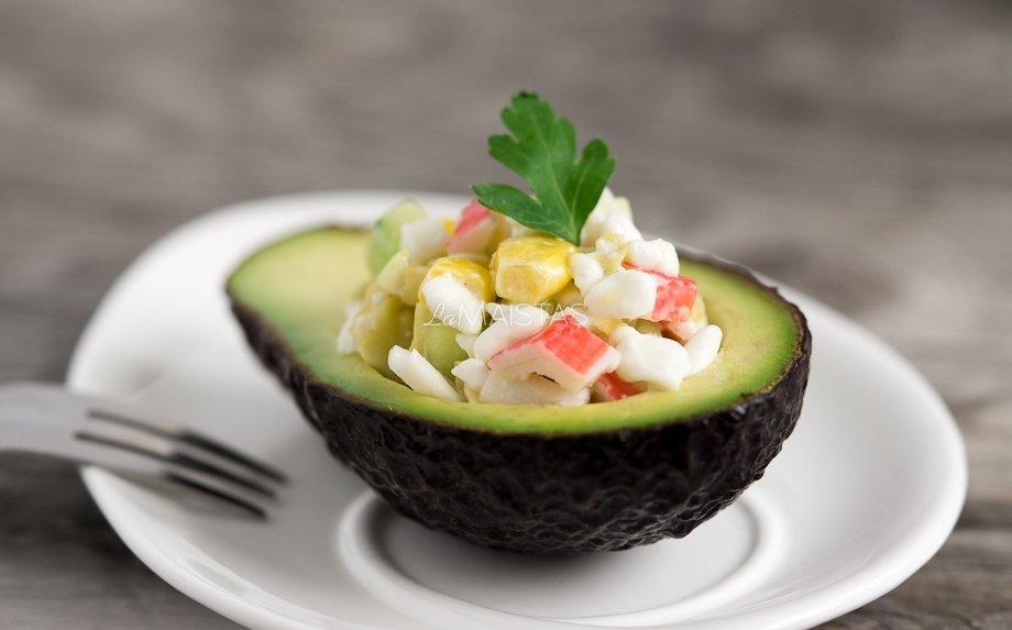 Gaivios avokado salotos su krabų lazdelėmis