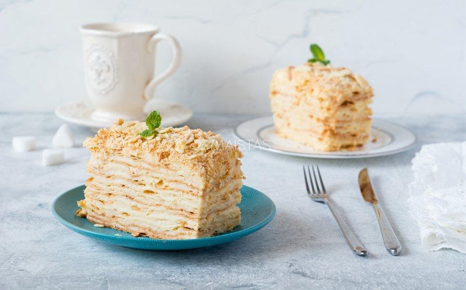 Sluoksniuotos tešlos tortas su kondensuoto pieno kremu