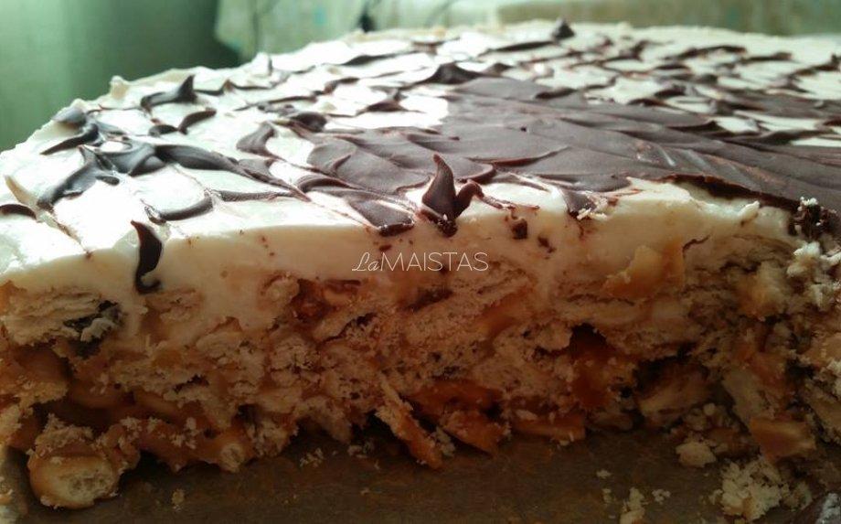 Nekeptas karamelinis krekerių tortas su riešutais