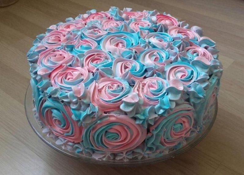 Žavingas tortas su maskarponės kremu ir vaisiais