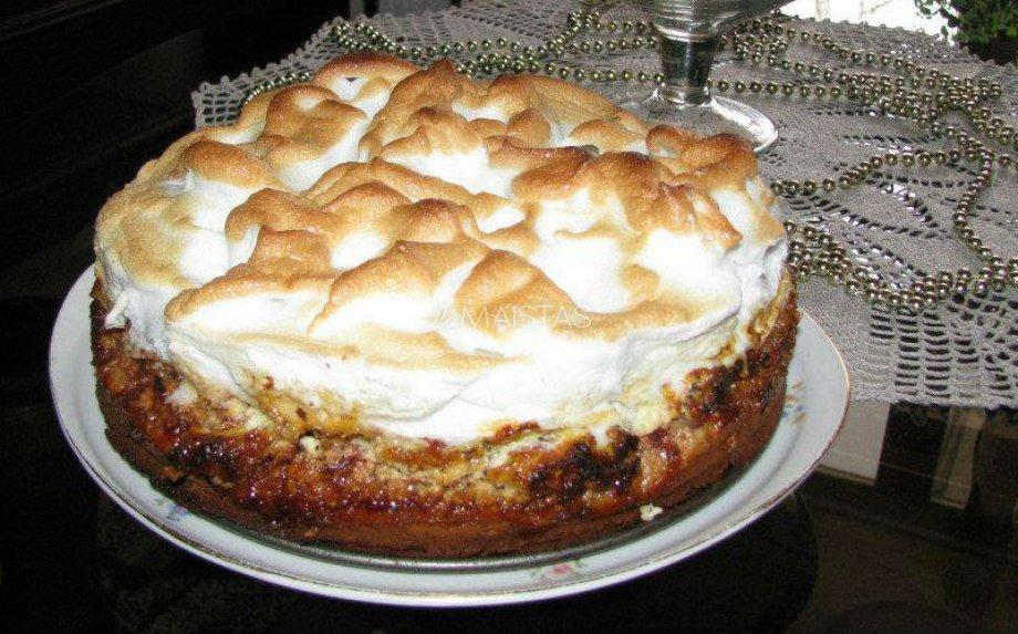 Skanusis varškės ir medaus pyragas su uogiene ir baltymų kepure pagal anytos receptą