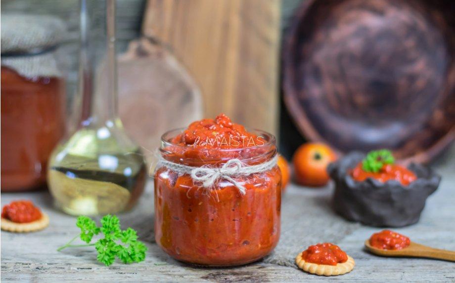 Paprikų ir baklažanų padažas žiemai Ajvar