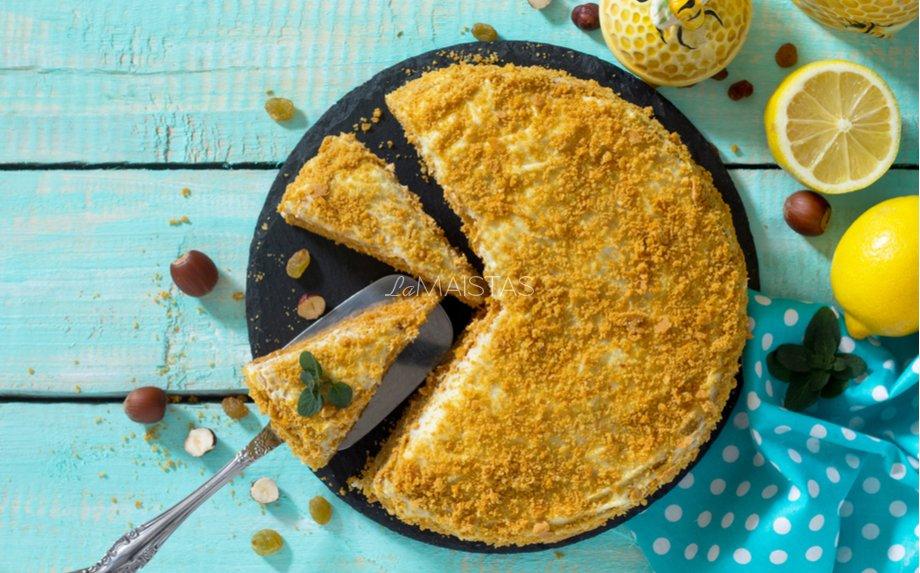 Lengvas medaus tortas su puikiu grietinės kremu