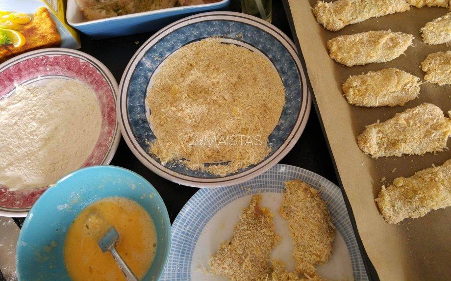 Traškūs orkaitėje kepti vištienos gabaliukai su sūriu
