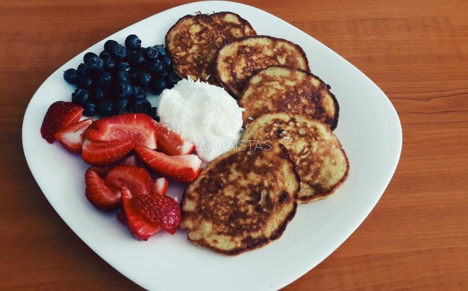 Sveiki pusryčių blyneliai be cukraus ir kvietinių miltų