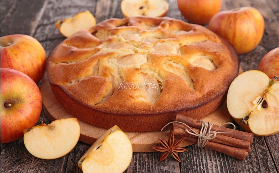 Obuolių pyragas su kondensuotu pienu - greitas ir be galo skanus