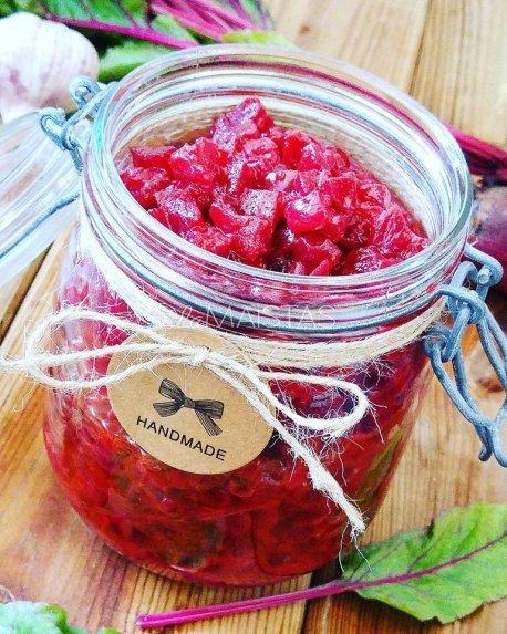 Burokėlių mišrainė žiemai su pomidorų padažu
