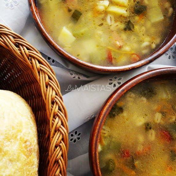 Nostalgi�ka perlinių kruopų sriuba su raugintais agurkais