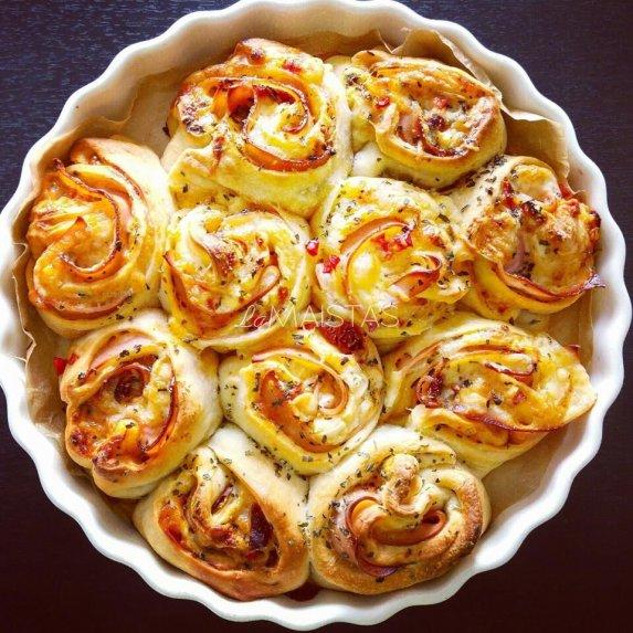 Plėšomas picos pyragas su kumpiu ir sūriu