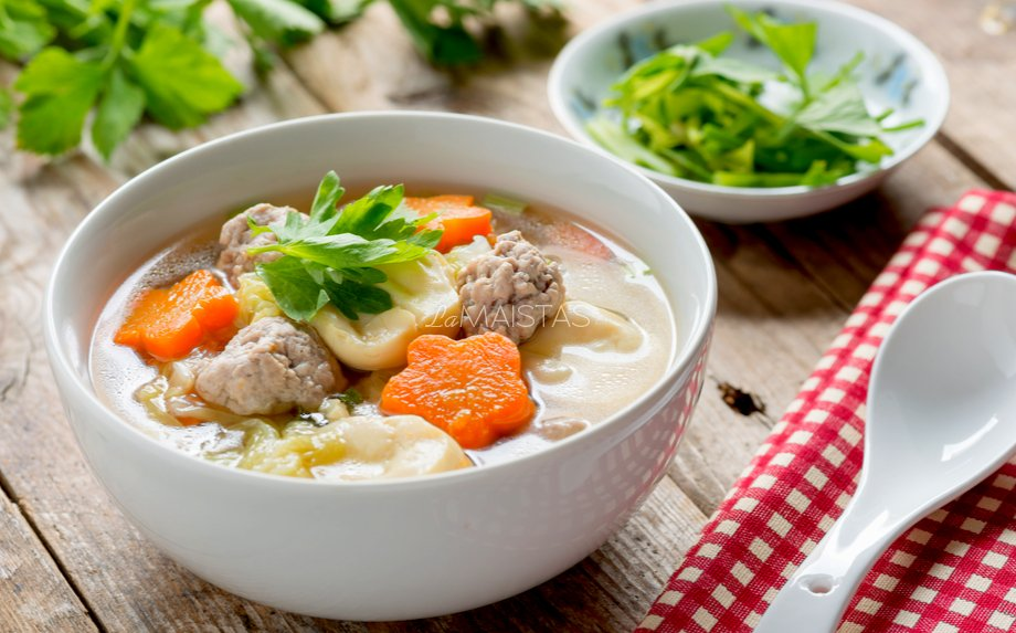 Kopūstų sriuba su mėsos kukulaičiais