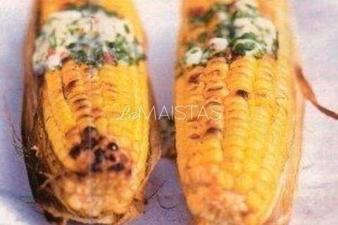 Kukurūzai kepti su čilio sviestu