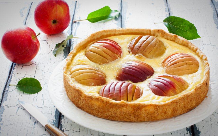 Varškės pyragas su kondensuotu pienu ir obuoliais