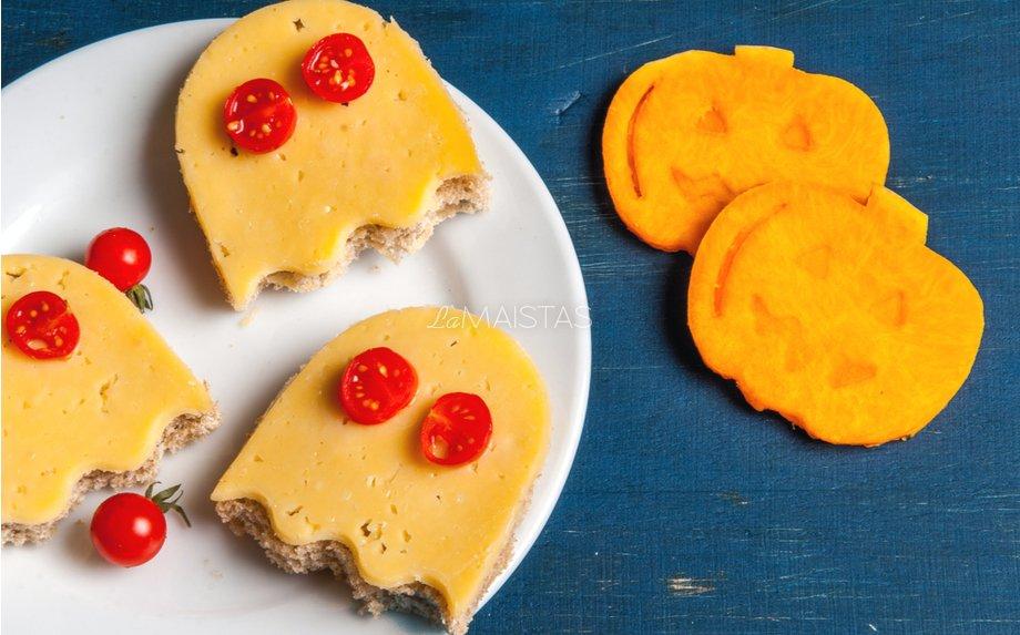 Linksmi pusryčių sumuštinukai su sūriu