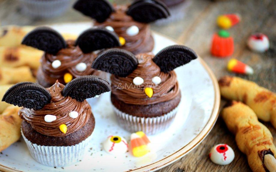 Šokoladiniai keksiukai Šikšnosparniai su varškės kremu