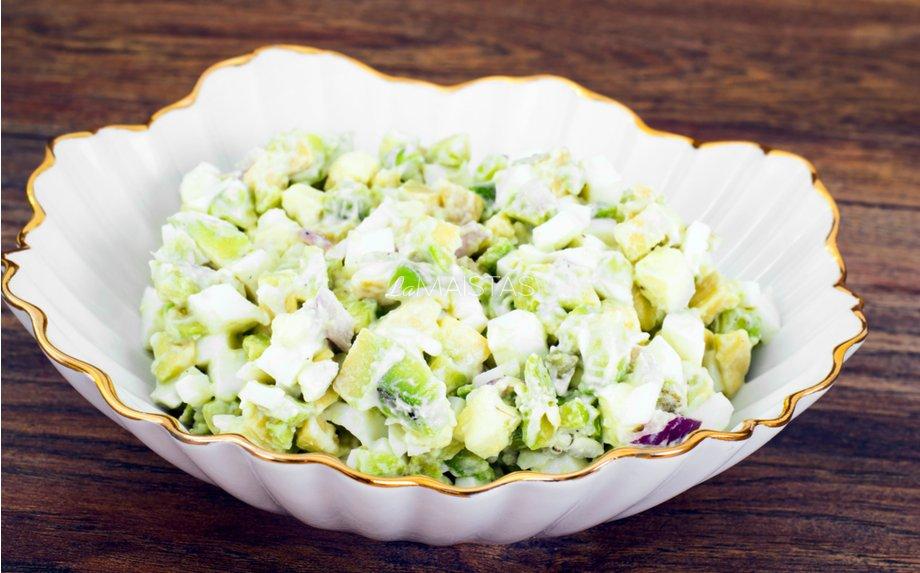 Gaivios vištienos ir avokado salotos