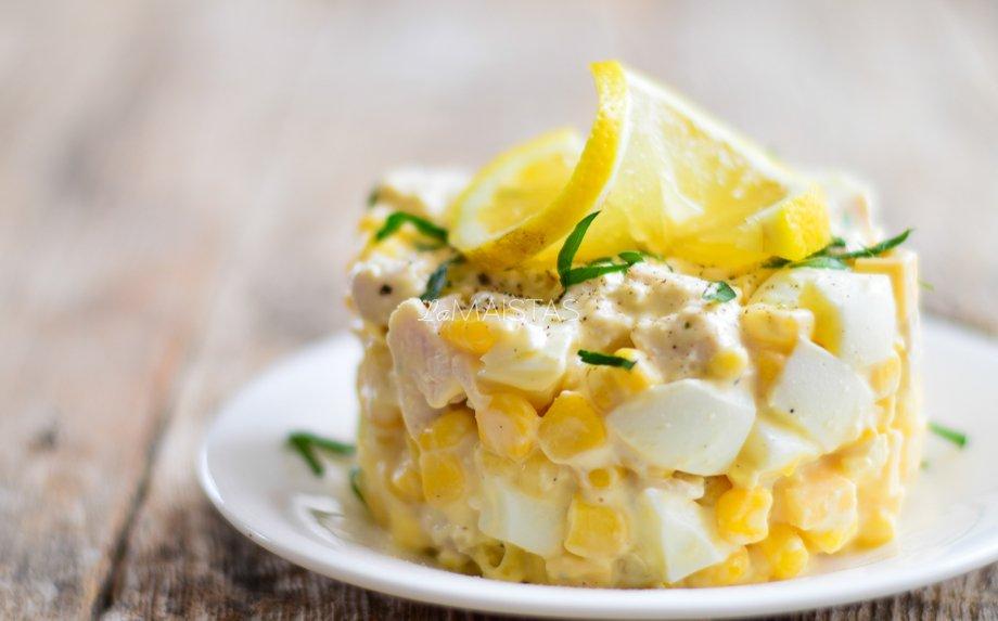 Kiaušinių salotos su vištiena