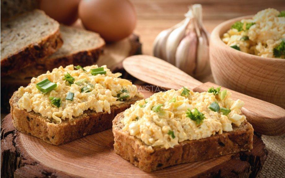 Pikantiški sumuštiniai su kiaušinių ir sūrio užtepėle