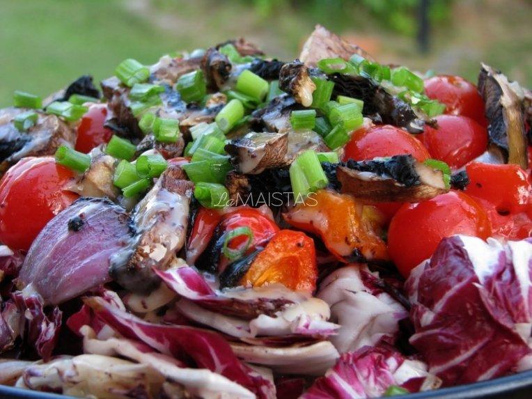 Grilyje gamintos salotos