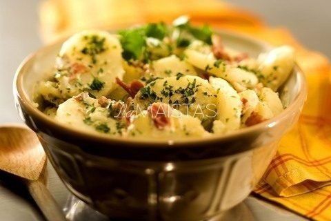 Skandinavų bulvių salotos