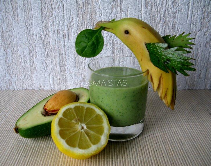 Žaliasis kokteilis su kokoso pienu