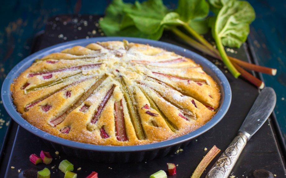 Sviestinis rabarbarų pyragas