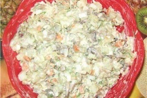 Pikantiškos grybų ir sūrio salotos