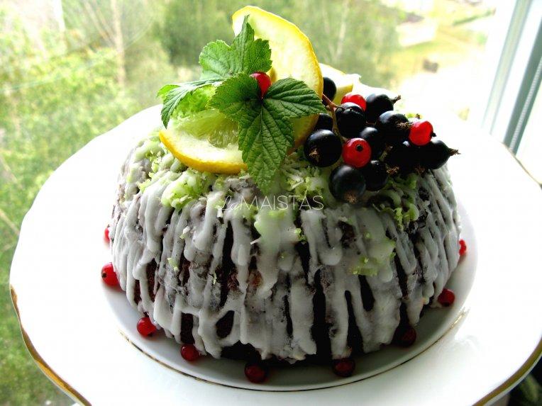 Kakavinis varškės pyragas su juodaisiais serbentais