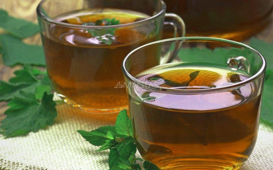 Greita sodo lapų arbata
