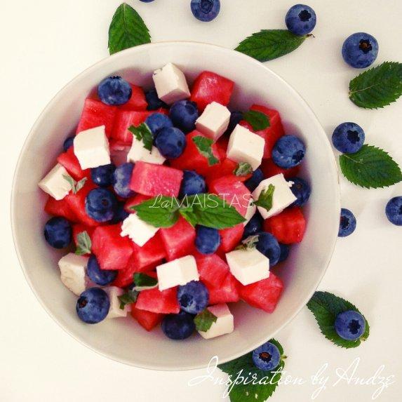 Arbūzo salotos su feta ir šilauogėmis