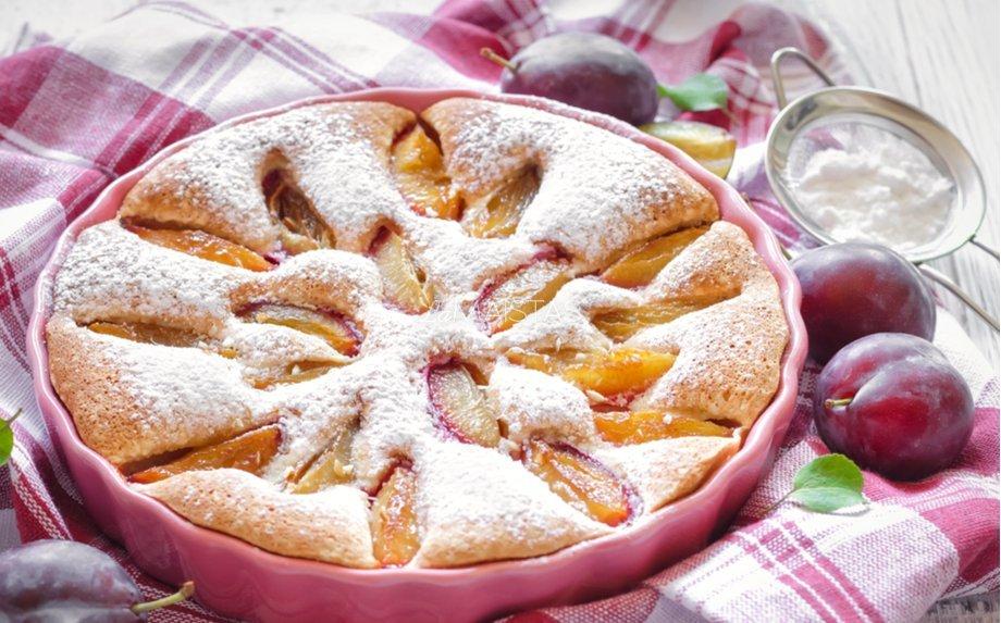 Grietininis slyvų pyragas