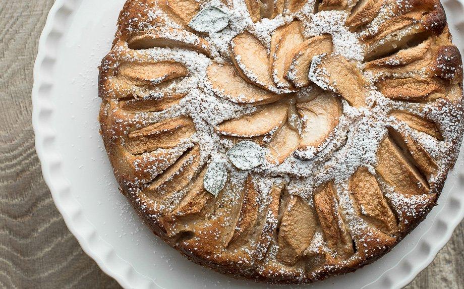 Greitas kefyro pyragas su obuoliais