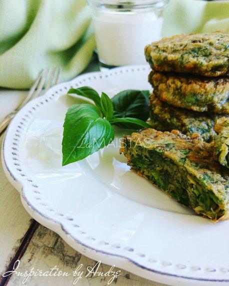 Žalieji salotų blyneliai