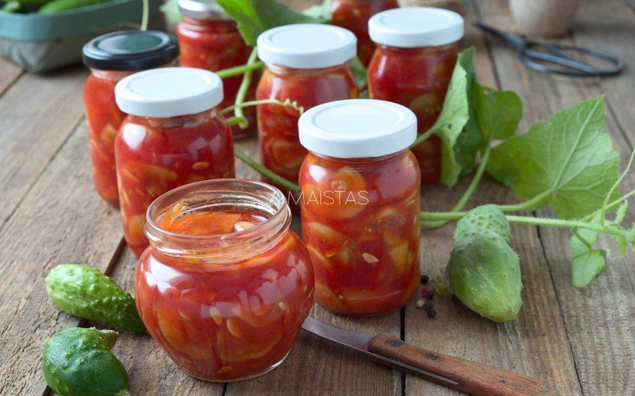 Marinuoti agurkai pomidorų tyrėje žiemai (be kaitinimo)