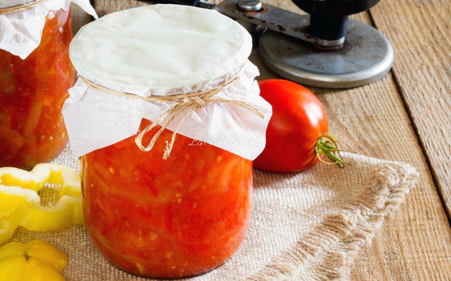 Pomidorų salotos žiemai