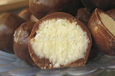 Saldainiai su kokosu ir šokoladu