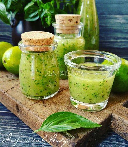 Žaliasis kivių kokteilis su špinatais