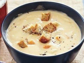 Sūrio sriuba, gaminta mikrobangų krosnelėje