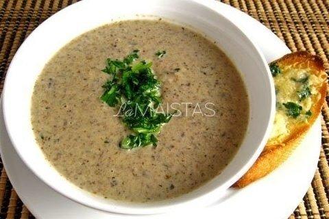Pievagrybių sriuba su fermentiniu sūriu