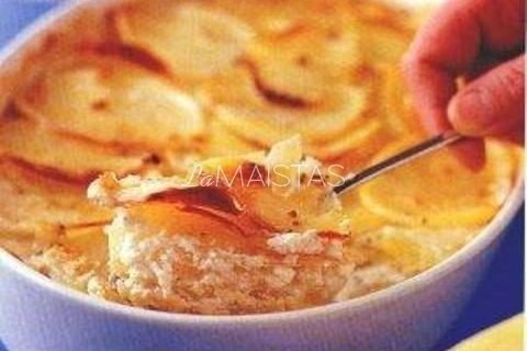 Šviežios bulvės su grietinės padažu