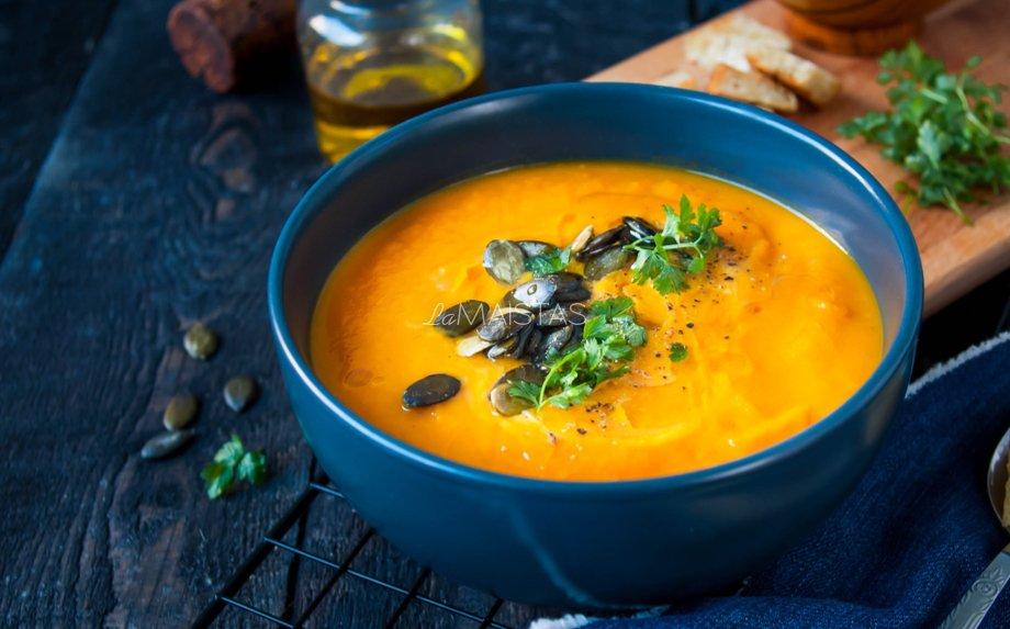 Orkaitėje keptų moliūgų sriuba