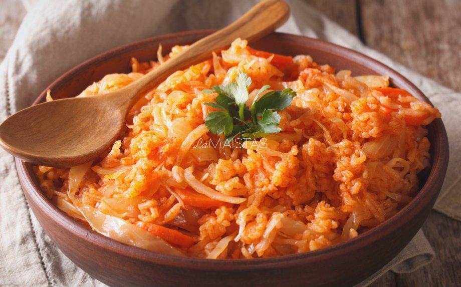 Kopūstų troškinys su ryžiais