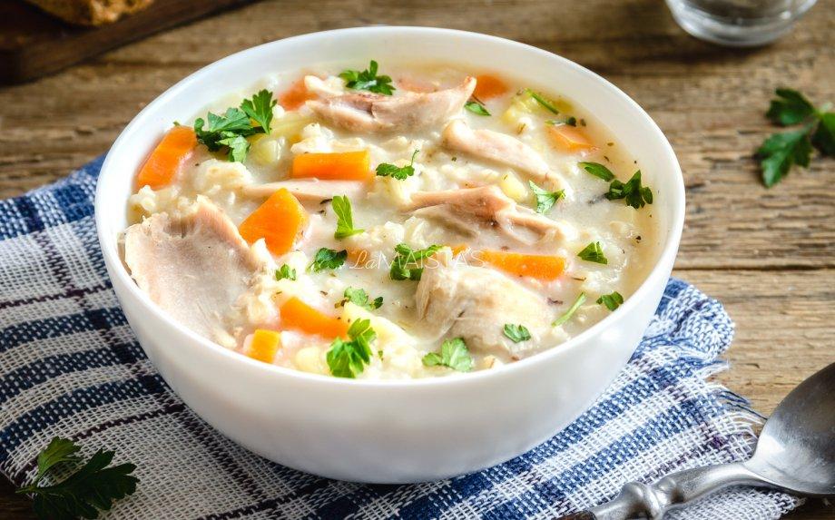 Tiršta vištienos ir ryžių sriuba