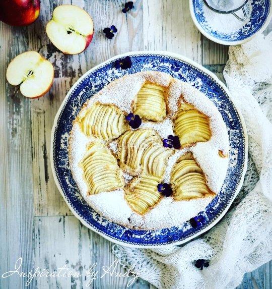 Obuolių pyragas Sharlotka