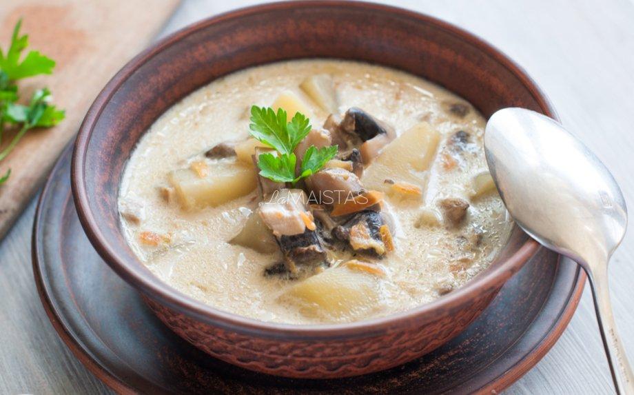 Pievagrybių sriuba su grietinėle