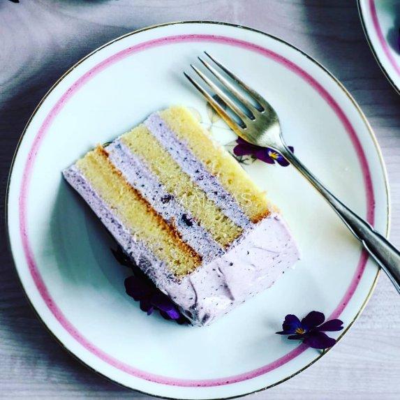 Biskvitinis tortas su varškės kremu