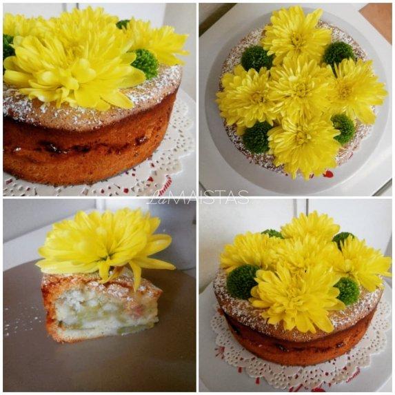 Drėgnas rabarbarų pyragas