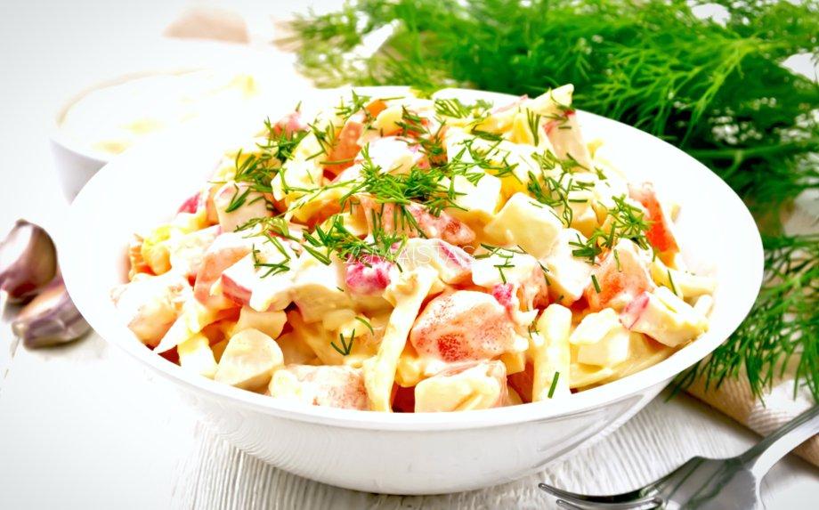 Pomidorų salotos su sūriu