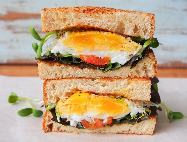 Pusryčių sumuštiniai su kiaušiniu ir daržovėmis