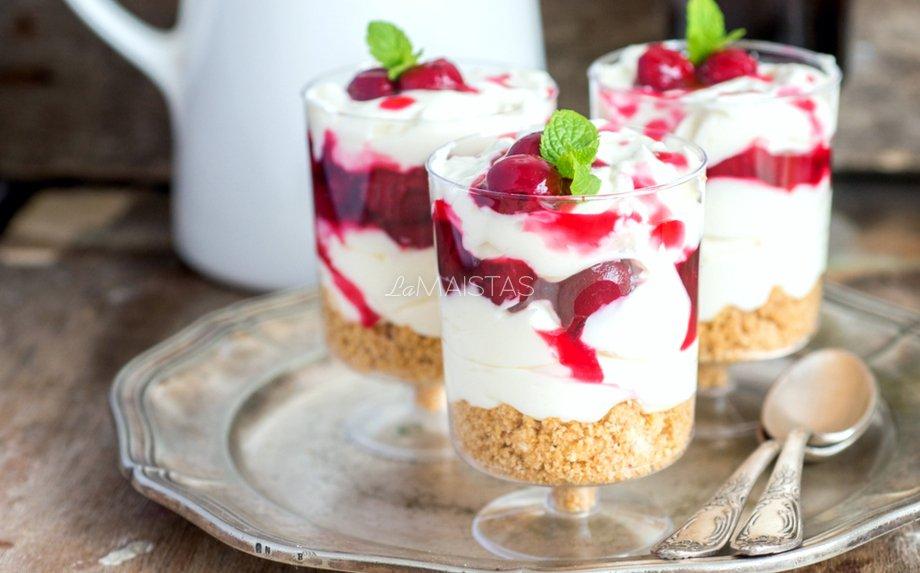 Maskarponės desertas su vyšniomis