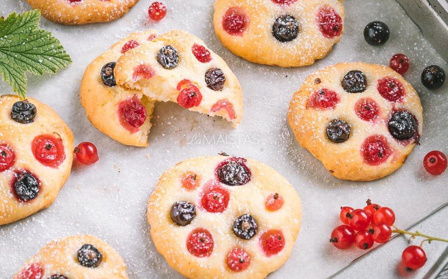 Varškės sausainiai su uogomis serbentais